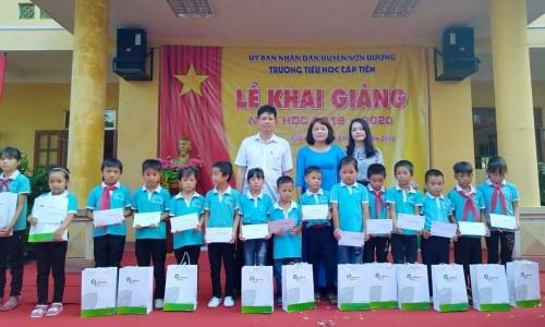 Công ty Cổ phần Giấy An Hoà Geleximco thắp sáng ước mơ đến trường cho trẻ em vùng cao