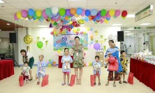 Tập đoàn Geleximco tặng quà 1/6 cho các bệnh nhi