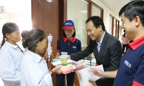 Tập đoàn GELEXIMCO trao 1000 suất ăn cho bệnh nhân nghèo Viện Huyết học Truyền máu TƯ