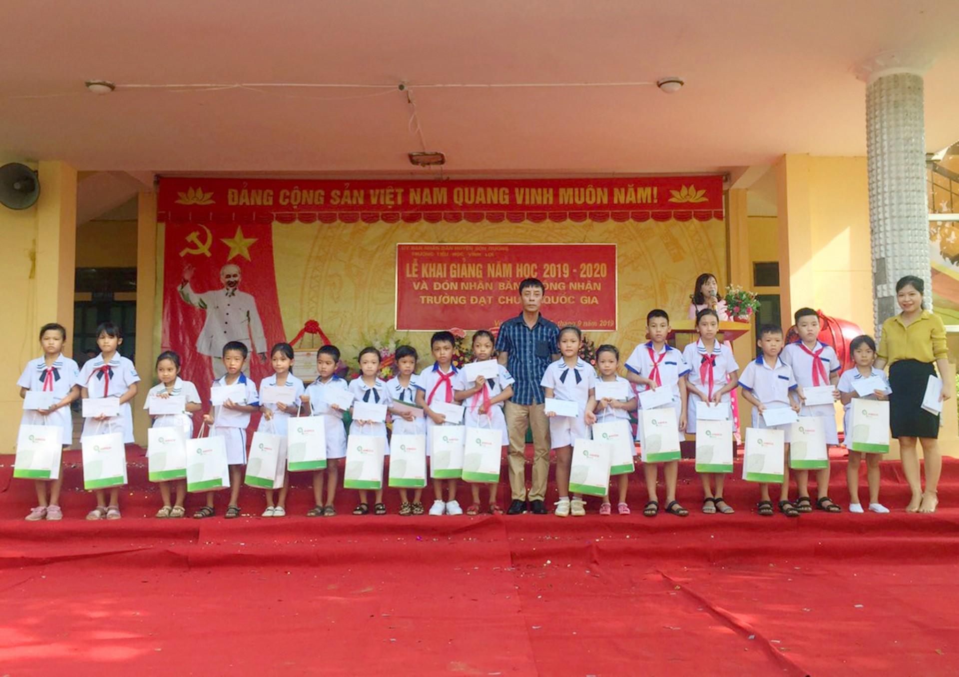 """Chương trình """"Thắp sáng ước mơ đến trường"""" của Công ty CP Giấy An Hoà"""