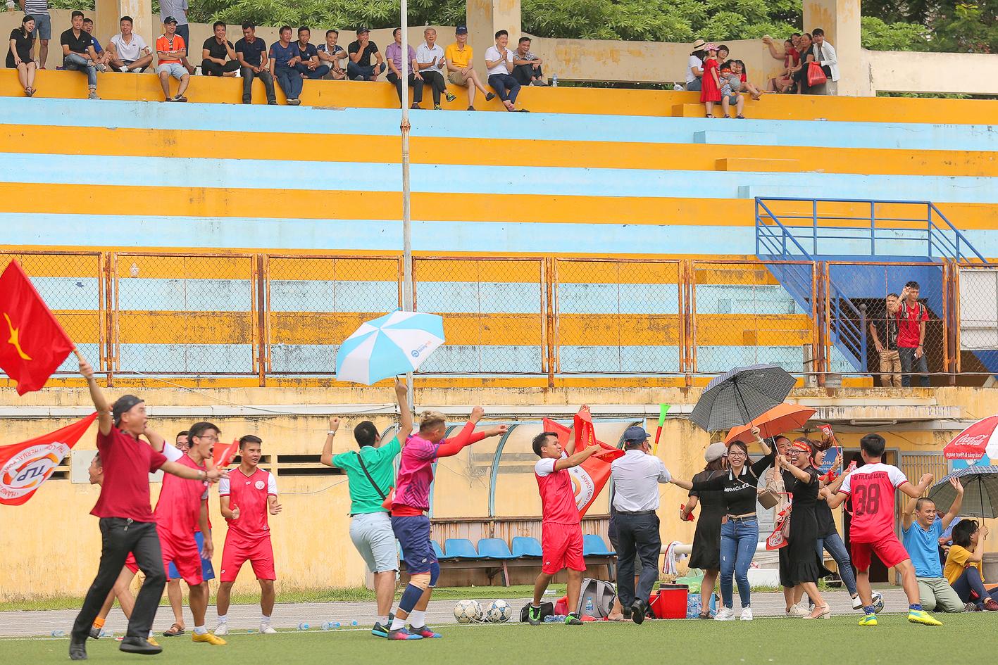 Sự ủng hộ nhiệt tình của CĐV cũng là yếu tố quan trọng tạo nên bầu không khí cuồng nhiệt trong suốt thời gian giải đấu diễn ra.