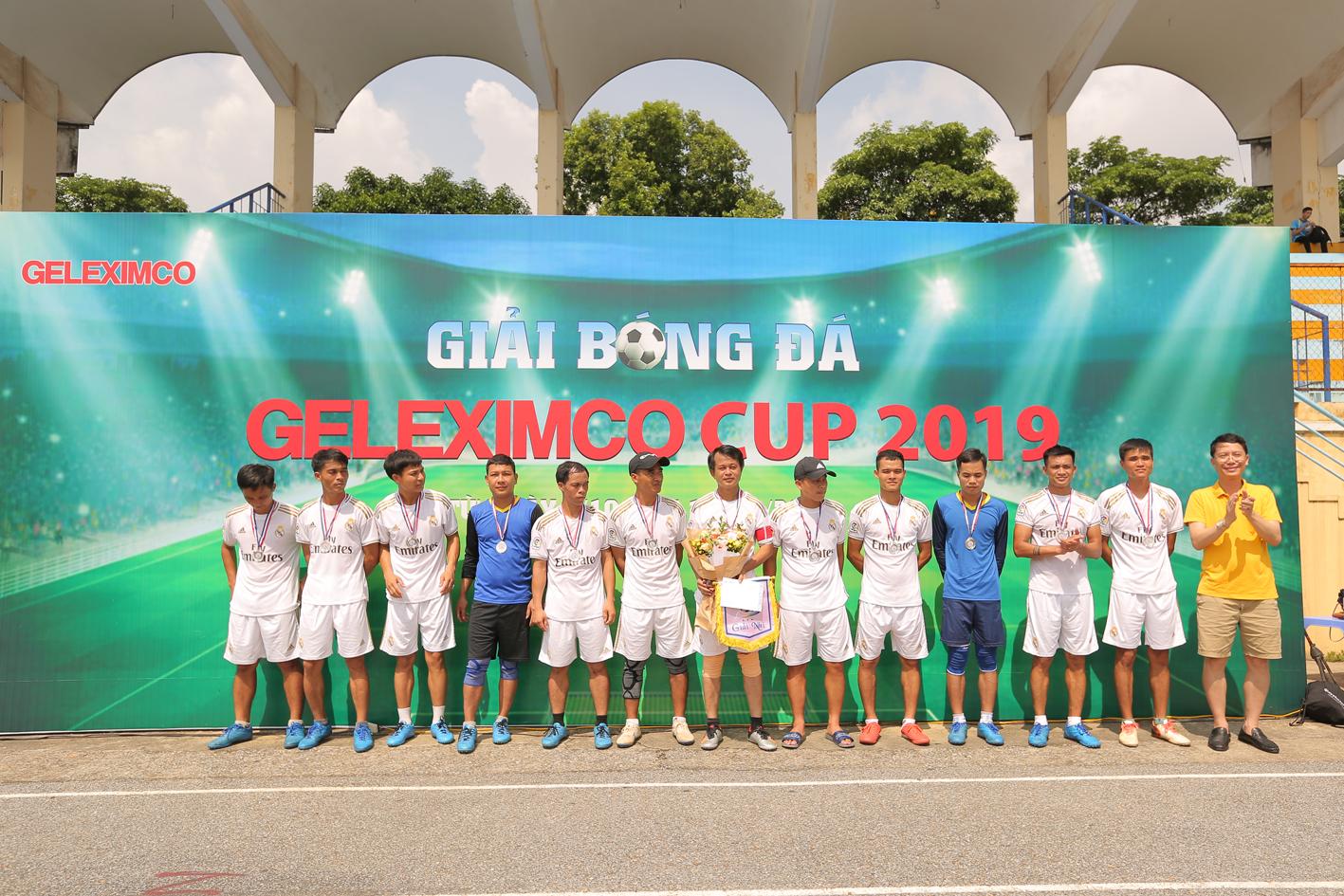 Đội bóng Nhà máy giấy An Hòa giành giải Nhì.