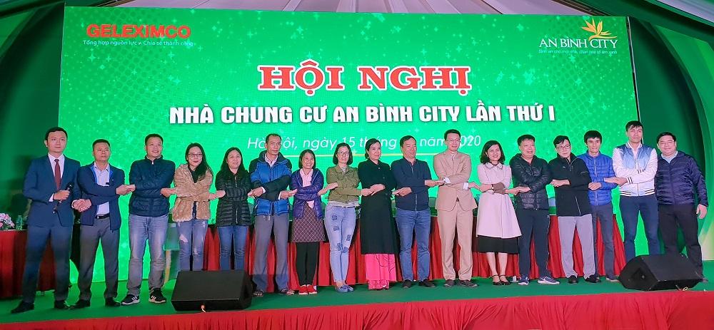 Các thành viên trong Ban quản trị An Bình City nhiệm kỳ 2020-2023 ra mắt cư dân.