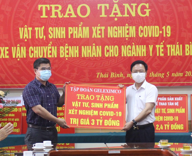 Tập đoàn Geleximco trao tặng vật tư, sinh phẩm xét nghiệm cho ngành Y tế tỉnh Thái Bình.