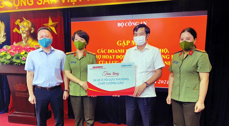 Tập đoàn Geleximco trao tặng xe cho Bộ Công an